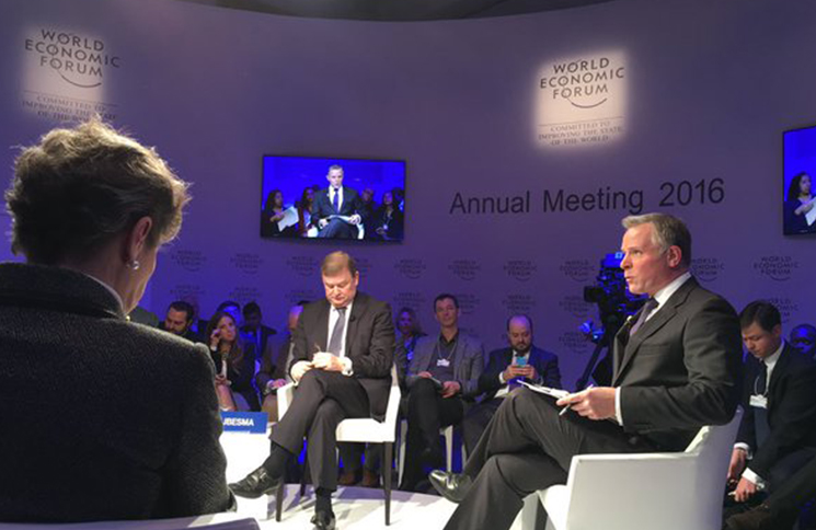 Steve Sedgwick, Anchor of CNBC moderating the panel at Davos.