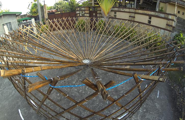Etape de la fabrication de la yourte en bambou.