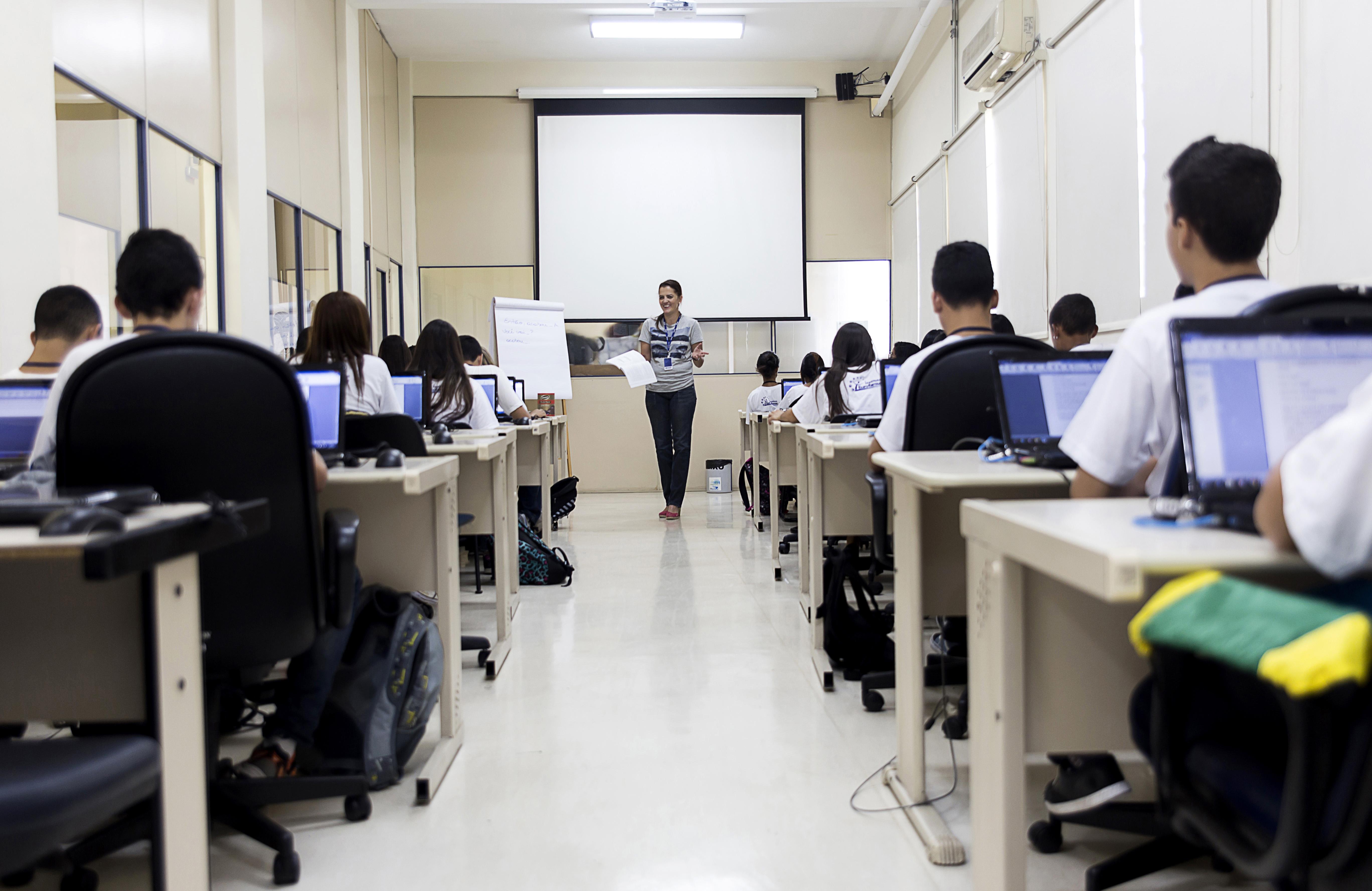 O Instituto Eurofarma oferece oficinas, cursos profissionalizantes e de preparação para a universidade