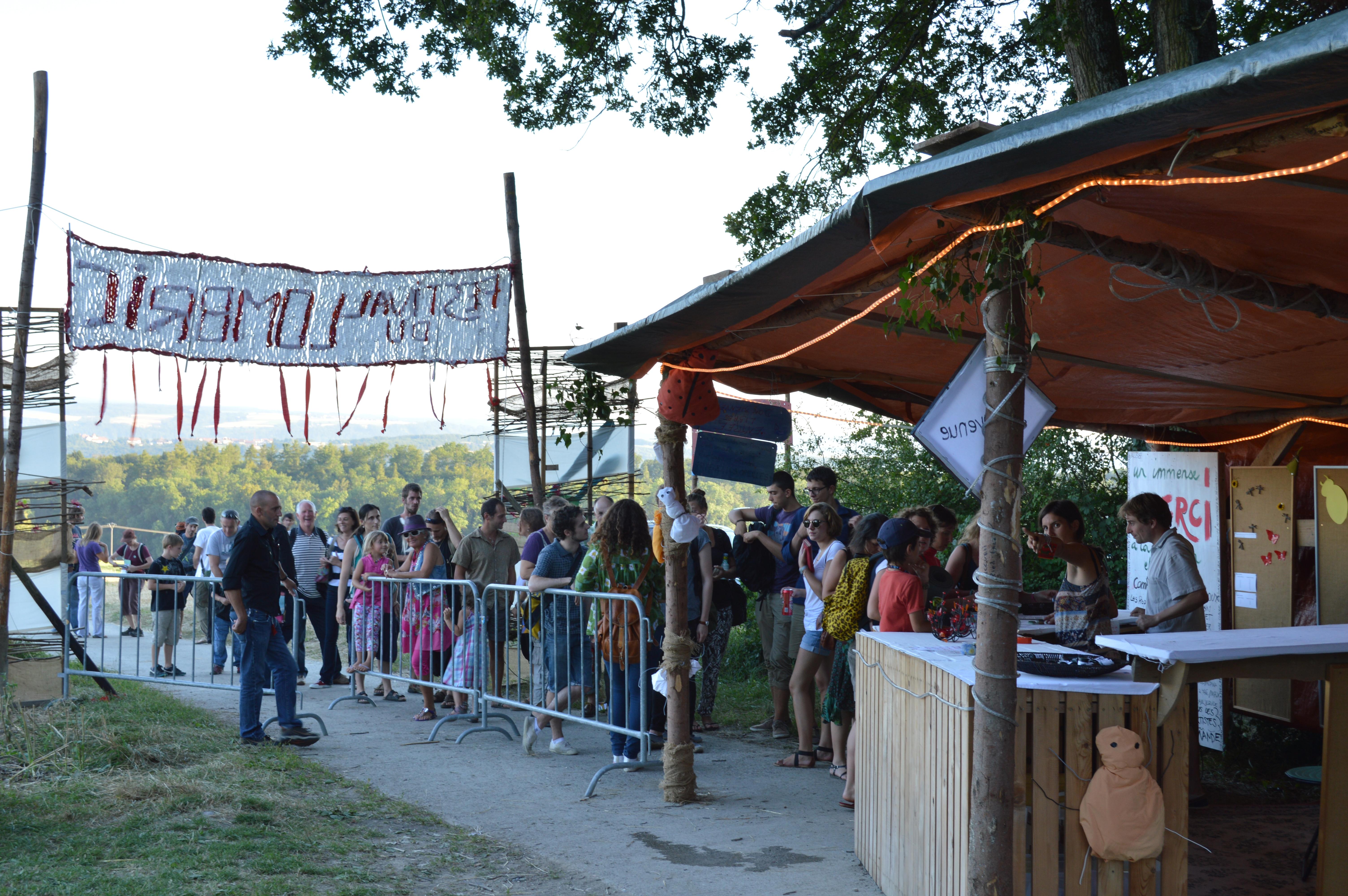 Le festival est organisé dans le site de Giez, dans le Nord-Vaudois