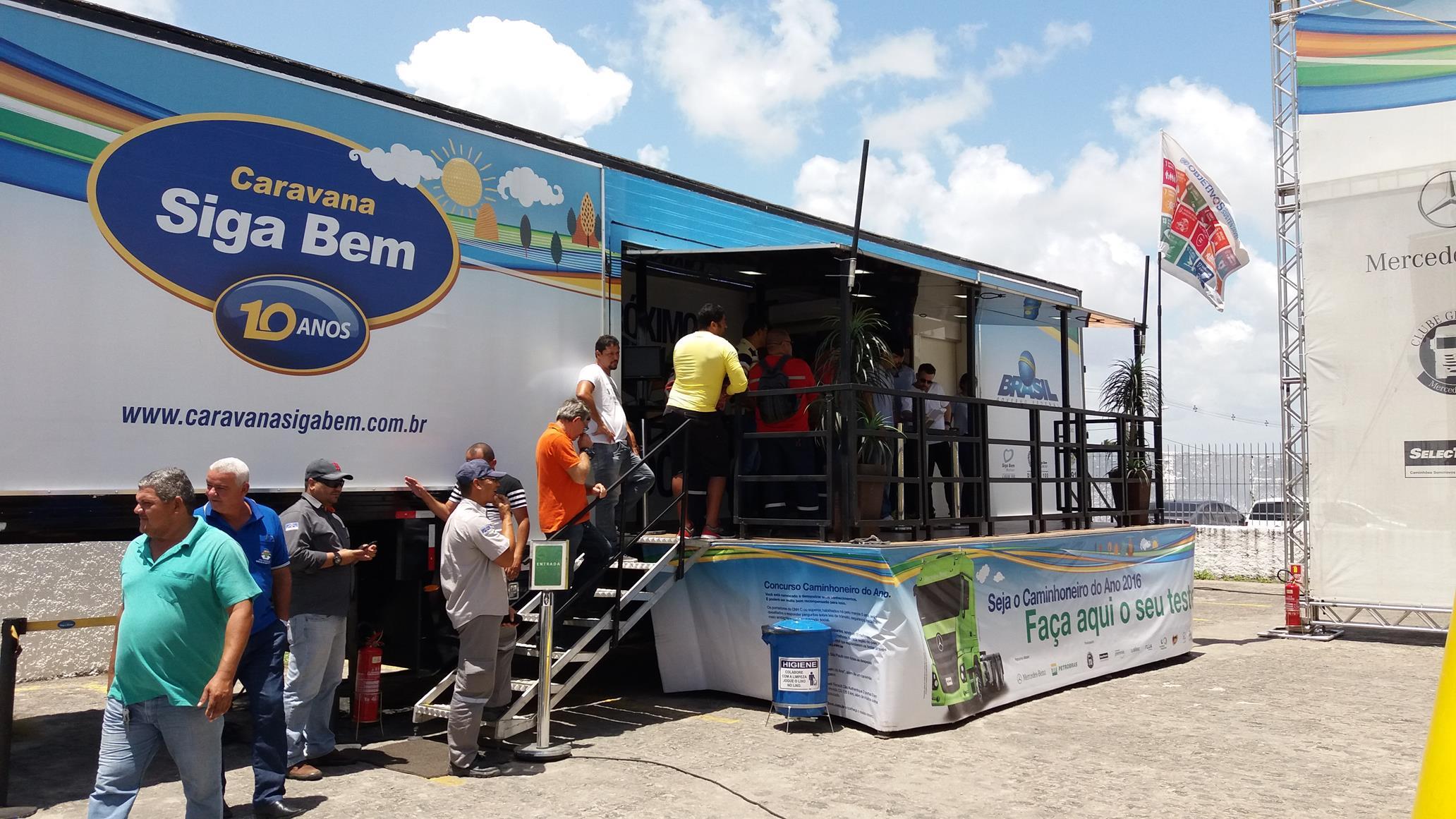 A Caravana oferece serviços de saúde, palestras e orientação aos caminhoneiros.