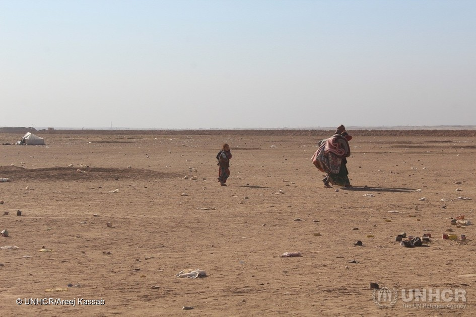 A family walks across the desert terrain towards the Al Hol camp for refugees and displaced persons. Photos UNHCR