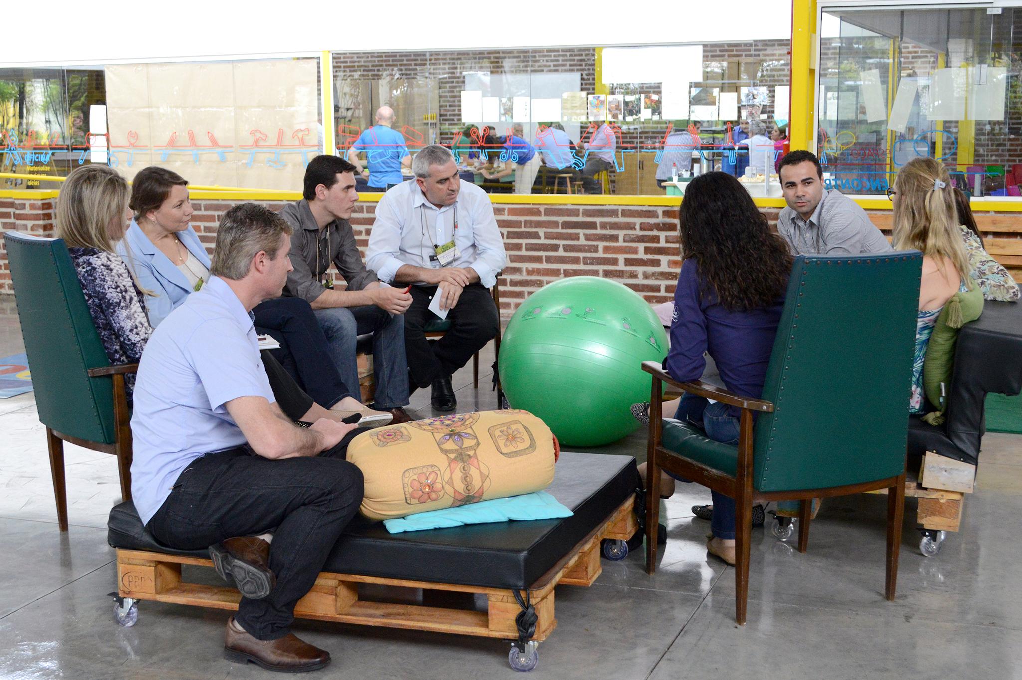 Workshop sobre inovação e sustentabilidade com funcionários da empresa